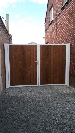 Stalen poort poederlak en thermowood